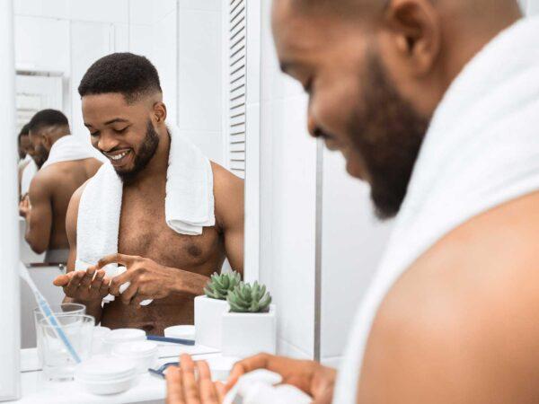 Coiffure pour homme : Les soins capillaires appropriés